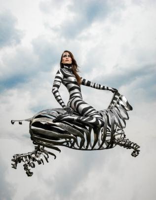 bodypaint-met-zebra